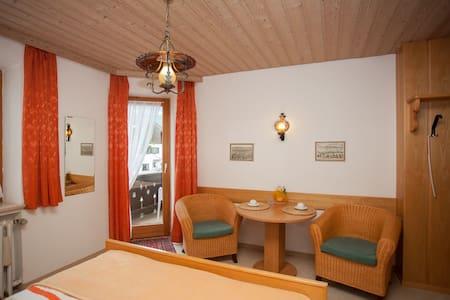 Doppelzimmer mit tollem Bergblick - Ev
