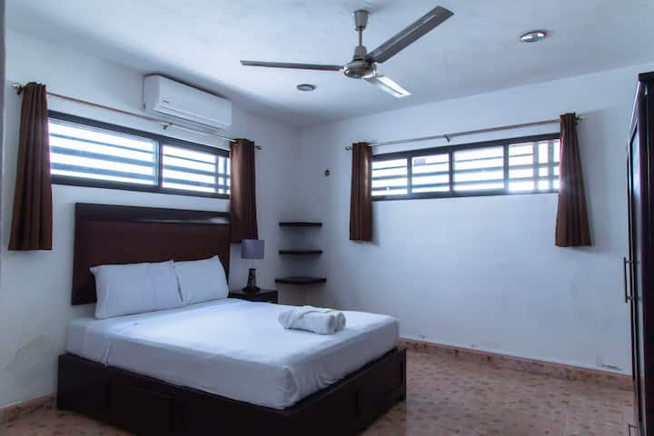 1 Spacious Double room near Paseo de Montejo