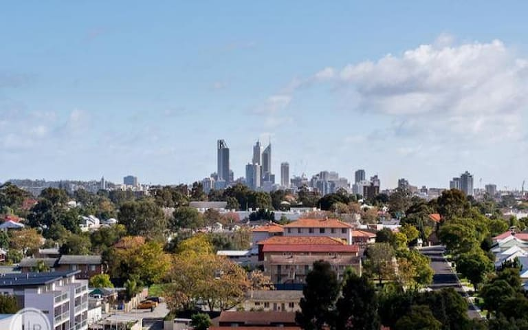 Well located one bedroom apartment with city views - East Victoria Park - Apartamento