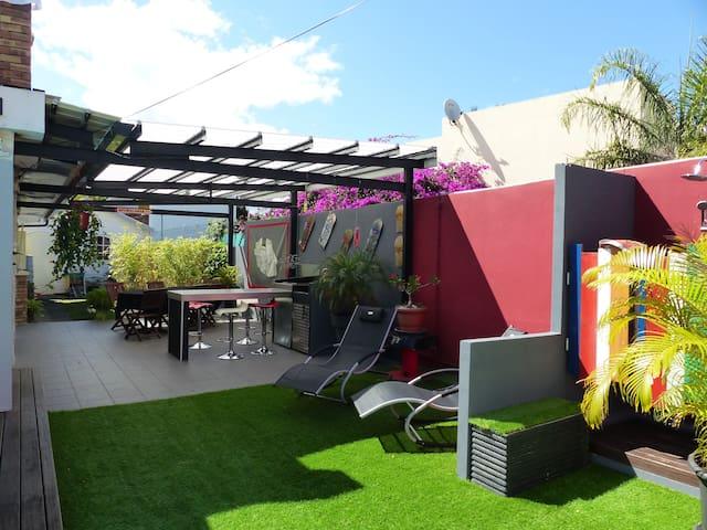 Espace de vie 2: Cuisine 6+ salle à manger extérieure