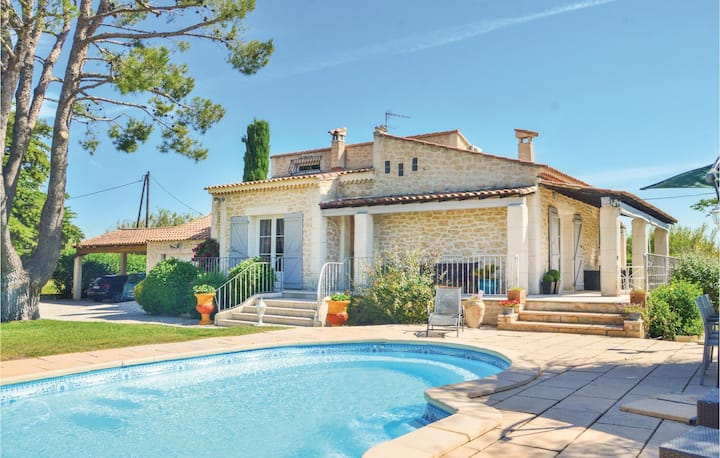 Nice home in Gignac La Nerthe with WiFi and 3 Bedrooms