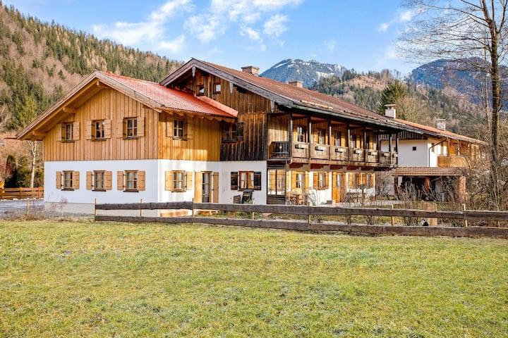 Moderne Ferienwohnung Uferweg mit Balkon, Garten und WLAN; Parkplatz vorhanden