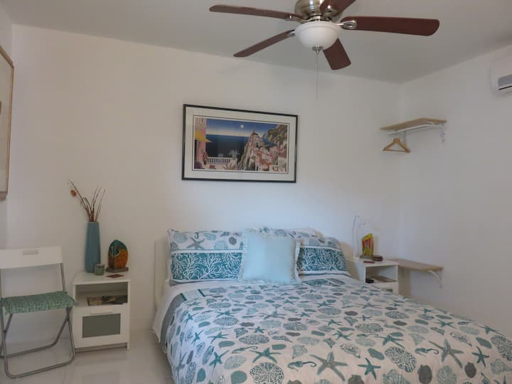 Safe, Convenient and Peaceful Studio in Hollywood