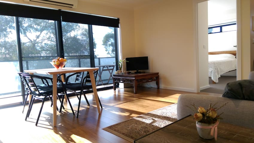 Sunny apartment in Northcote, Melbourne