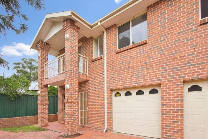 One private room in a townhouse - Blacktown - Hus