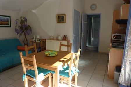 Location Vacances T2 dans village du GERS - Gondrin - House