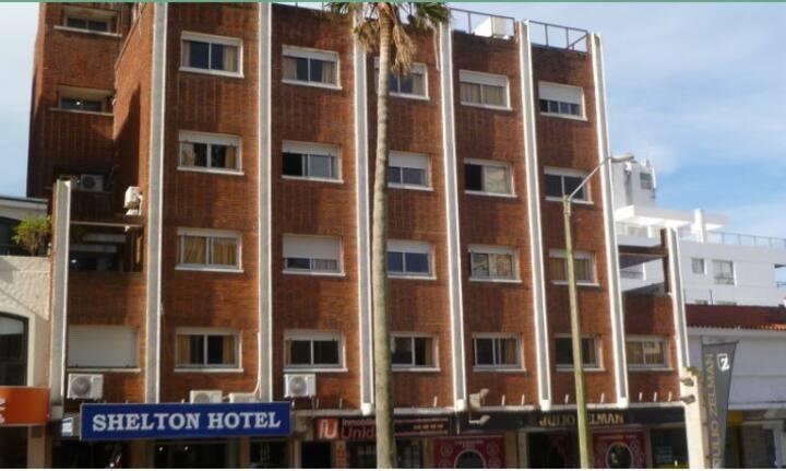 204-Habitación. Shelton Hotel  Punta del este