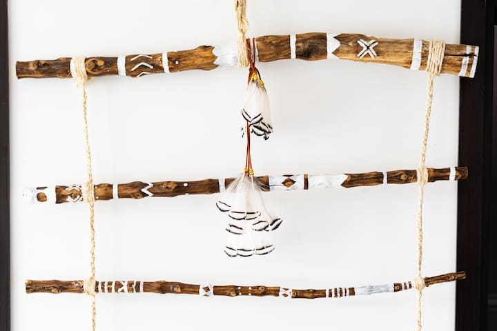 Zen feather decoration details - Made with local coffee steak wood, hand painted, synthetic feathers, hand made