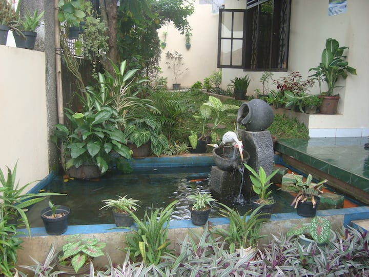 Affordable room near Univ. Indonesia & Margonda St