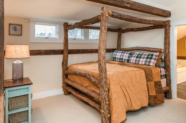 Sleep on the most magnificent, king size, Tempur-Pedic bed in your private loft above the main living area. So sturdy and so beautiful. We know you'll love it--cozy in the day....