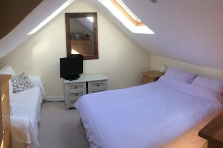 Lovely loft room with ensuite in Southampton