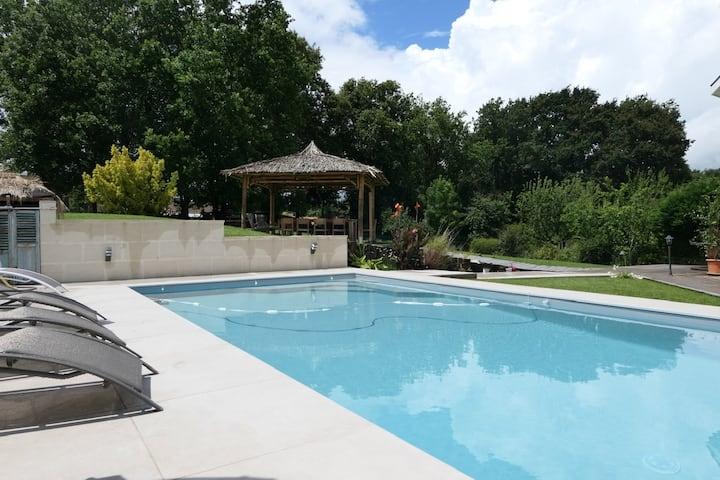 Villa Alba. Piscine grand jardin Hauts de Bordeaux