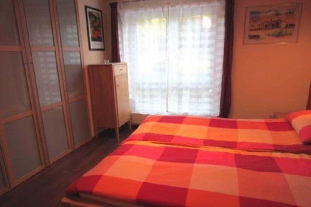 Schlafzimmer EG / Bedroom 1st floor