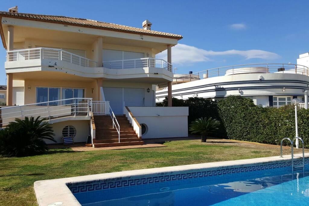 Apartamento de 135 m con piscina compartida con tres  apartamentos.