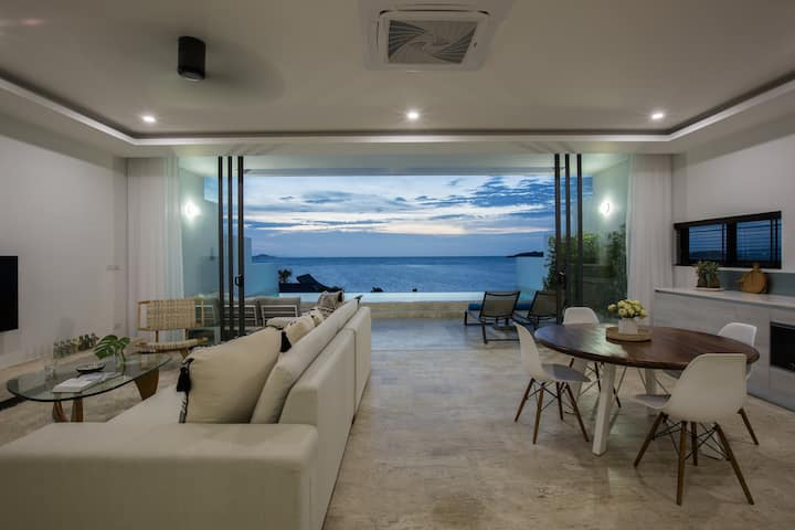 2 Bed Penthouse sea view suite with cinema