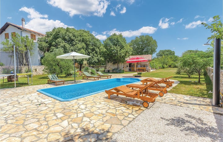 Beautiful home in Sibenik with WiFi and 4 Bedrooms