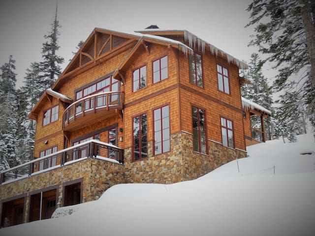 Palisades True Ski-in, Ski-out Home - Kirkwood - House