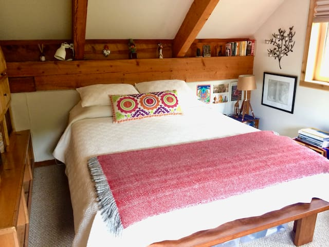 Upstairs is a sunny, quiet, and comfortable bedroom with a new queen size memory foam bed and plenty of storage space (2 dressers and a closet).