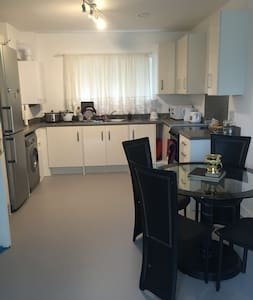 Large double room in London city - Londra - Appartamento