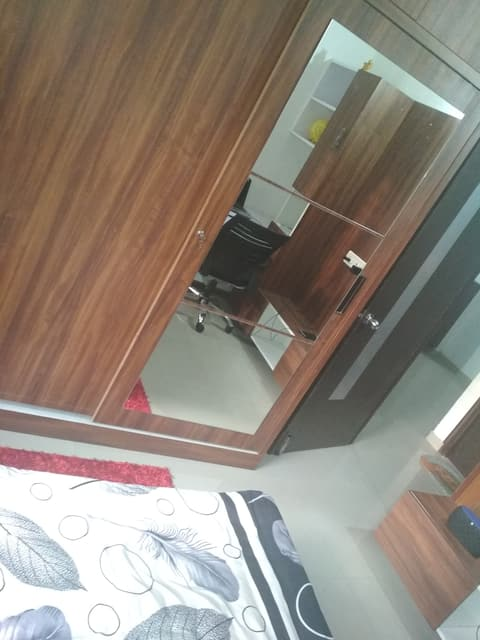 Entire 2BHK, Self checkin-Prime Location4 Shoppers