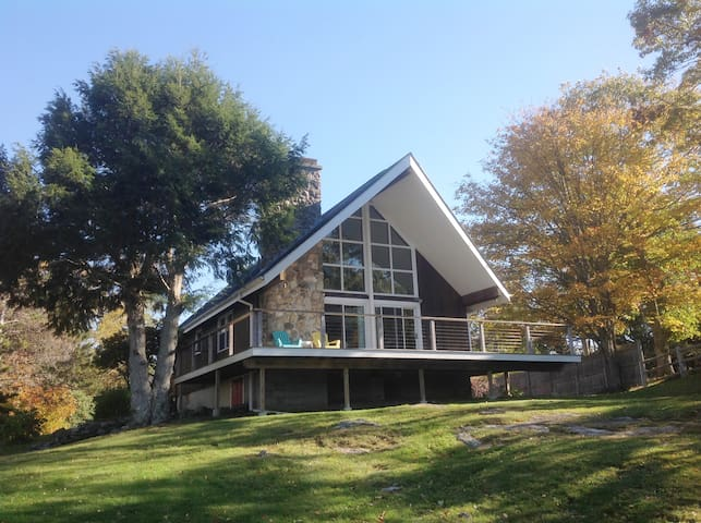 NEW HARBOR MID-CENTURY 60'S CHALET STYLE / A-FRAME