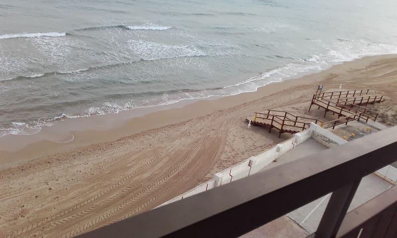 Piso de 3 habit.  1ª línea de playa. Espectacular! - Los Arenales del Sol - Huoneisto