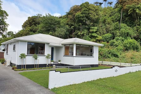 Greymouth Spacious unit, quiet location