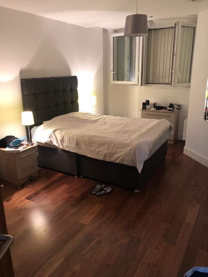 Top floor 1 bedroom large luxury apartment