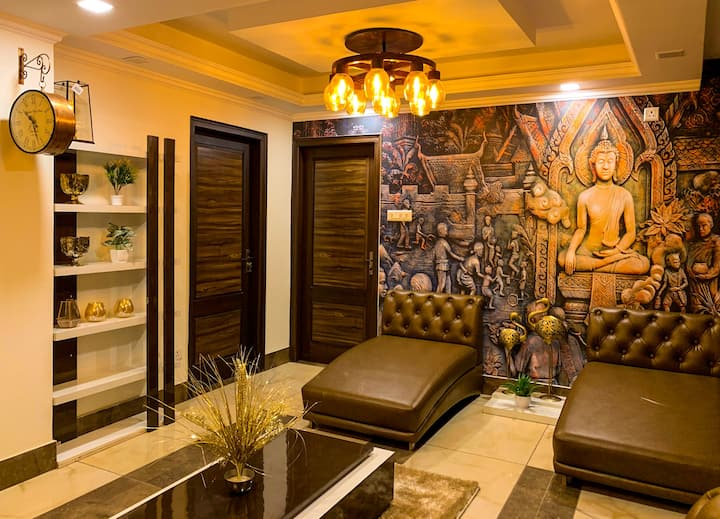 Uptown Boutique Home - Luxuriously Homely 2BHK