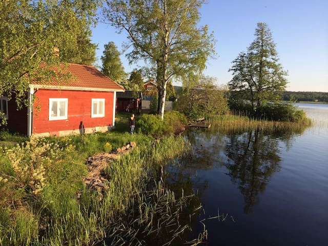 Magic hideaway by the lake - Smedjebacken S - Cottage