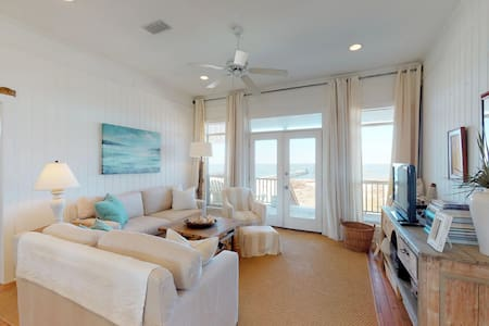 Waterfront beach cottage on Dauphin Island on a white sandy beach