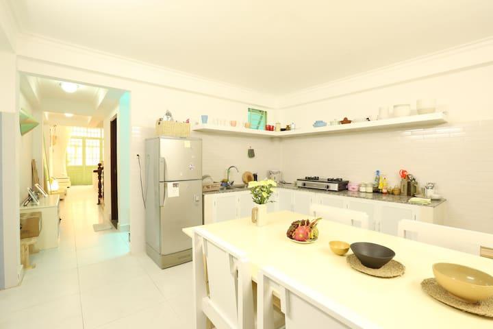 Private Suite & Balcony CBD HCMC! - Bình Thạnh - Townhouse