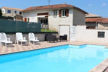 Belle charentaise,piscine privée,de 2 à 8 pers/4ch