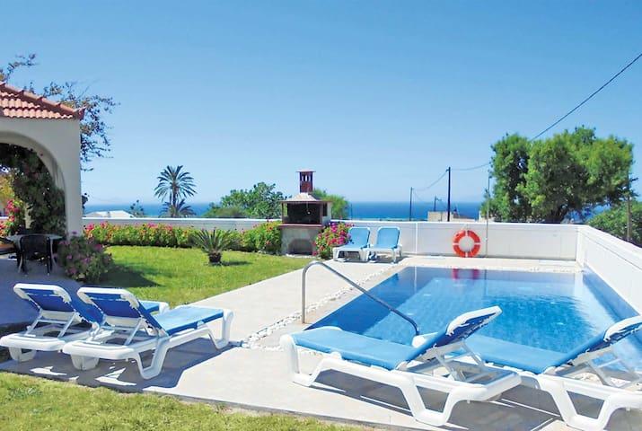 3 bedroom Villa sleeps 6 in Fanes with WiFi