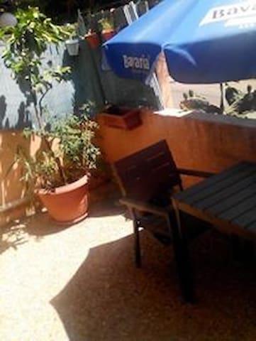 Studio avec terrasse, quartier calme de Nice