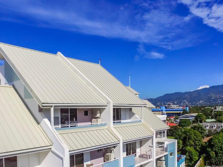 Sunrise @ The Bromptons Luxury Penthouse Kingston