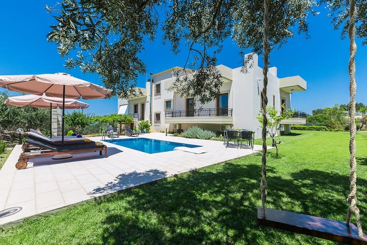 Family villa Chrissi with private pool in Kissamos