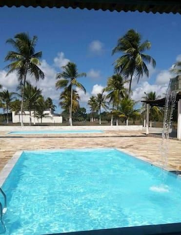Casa grande com piscina
