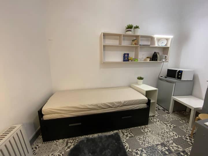 Petit studio zone piétonne centre ville d'Aix