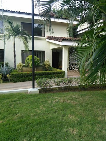 Playa Del Coco, townhouse,3 bedroom - Playa del coco - House