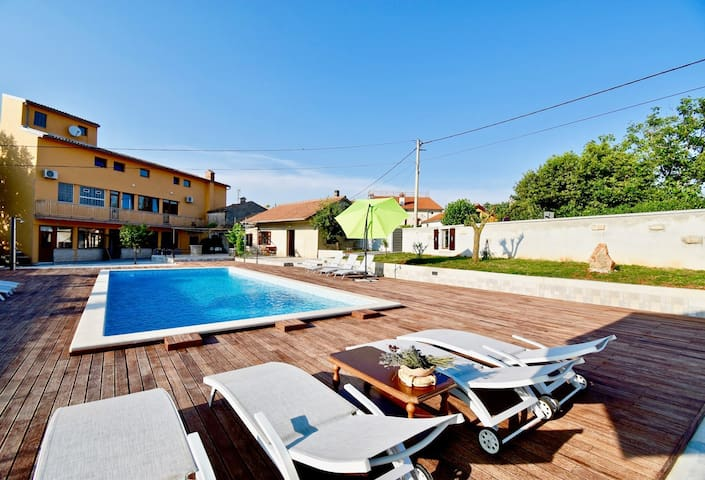 Holiday apartment with the pool A7