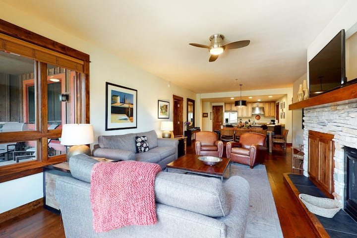 Amazing mountain villa w/ shared pool, hot tub, & game room - right in downtown!