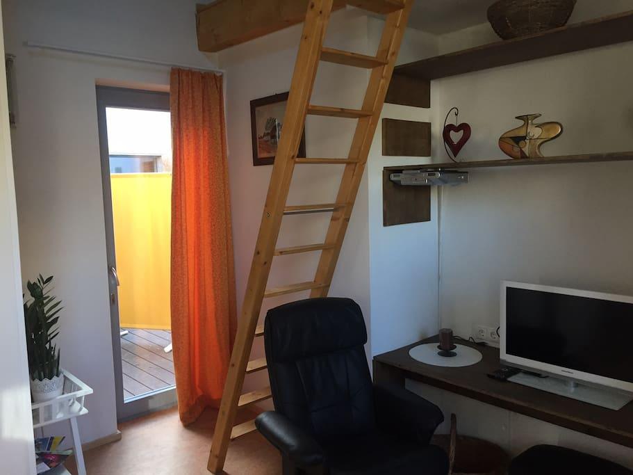 charmante 2 zimmer fewo zu fu ins zentrum wohnungen zur miete in dresden sachsen deutschland. Black Bedroom Furniture Sets. Home Design Ideas