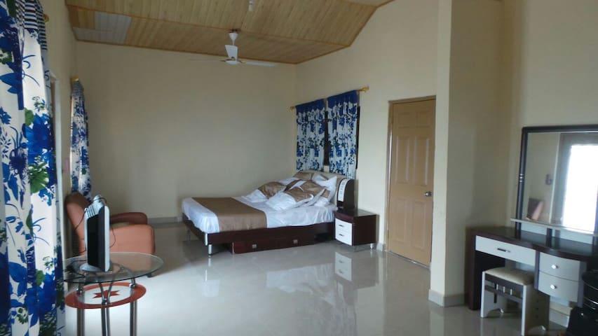Becky's Bed & Breakfast (Room 1) - Accra