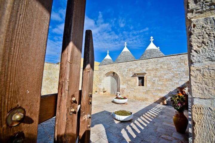 I CINQUE TRULLI with Swimming Pool and free Parking!