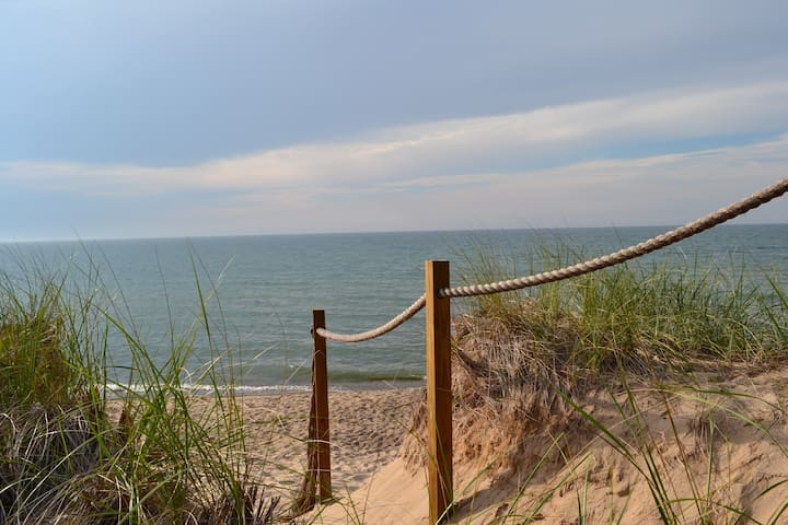 Spacious Getaway- Breezy Lane,  Union Pier, Mi - Union Pier - Talo