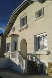 Maison rénovée proche centre ville ,quartier calme - Bergerac - Huis