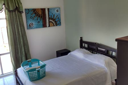 Bedroom for two, air conditionar shared bathroom. - Puerto Aventuras