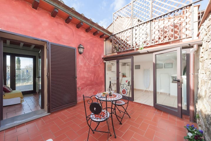 Charming New Florentine home (with private patio)