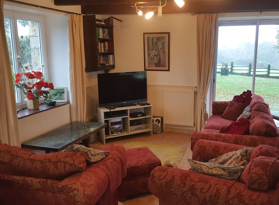 Lounge area with views from windows, HD TV, Orange receiver, UK Freesat.